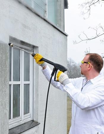 Crépi extérieur: comment nettoyer et réparer votre mur?