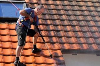Ontmossen van daken: ontmos uw dak zonder reinigingsmiddel