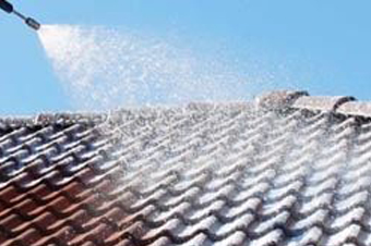 Ontmossen van daken: Nabehandeling met dakcoating