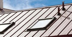 Dakwerken: stalen dakplaten met isolatie