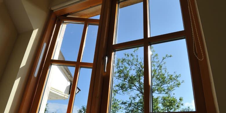Hoe houten ramen behandelen?